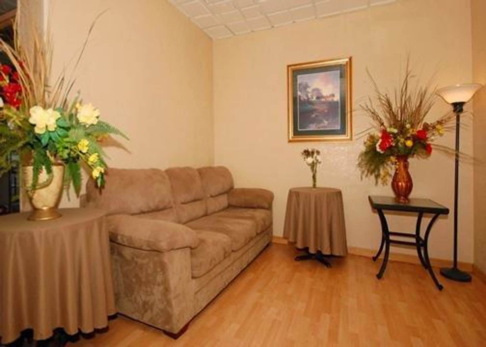 Econo Lodge Inn & Suites, Black Hawk