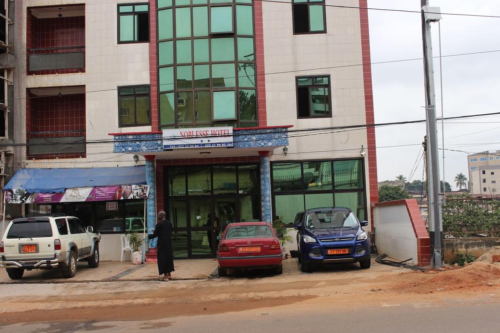 Noblesse Hotel, Mfoundi