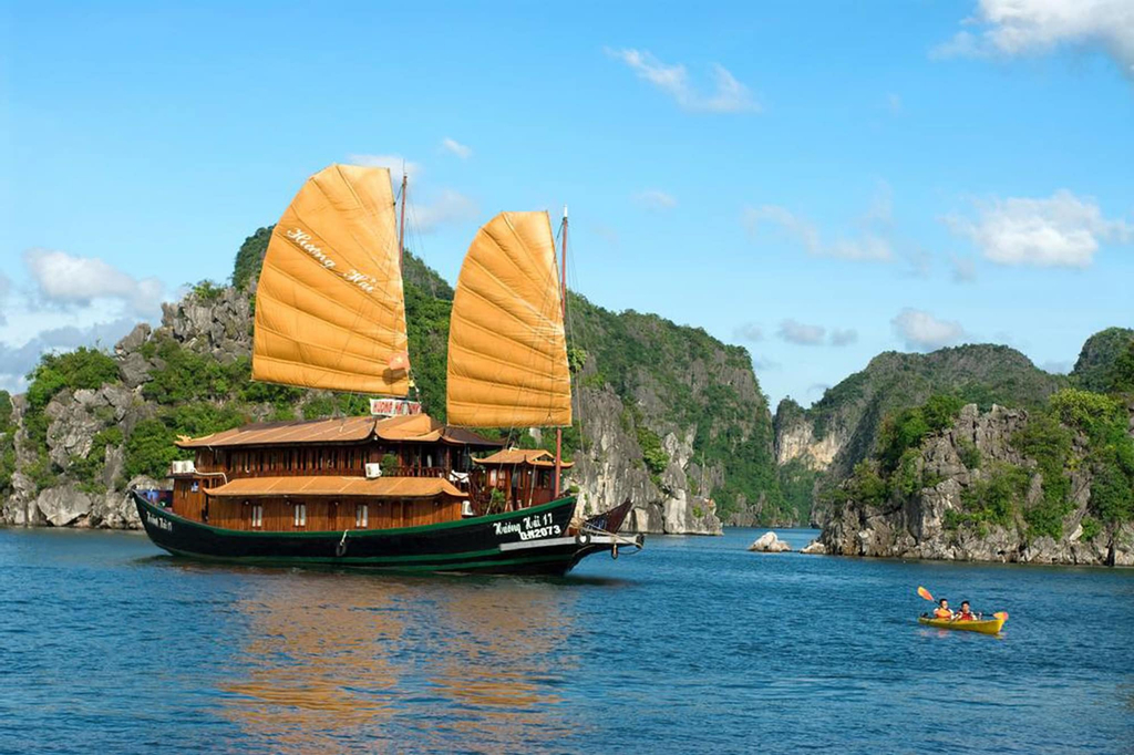Huong Hai Junks, Hạ Long