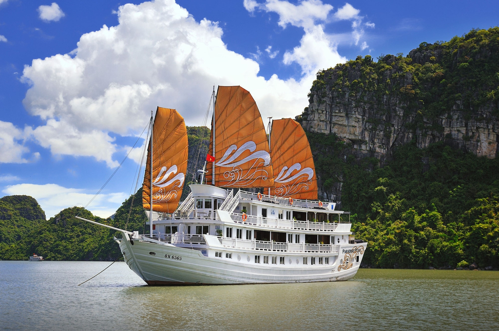 Paradise Peak Cruise, Hạ Long