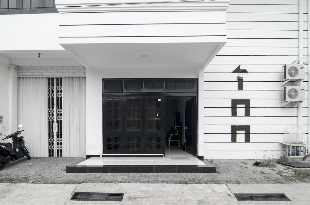 RedDoorz near Poncol Station, Semarang