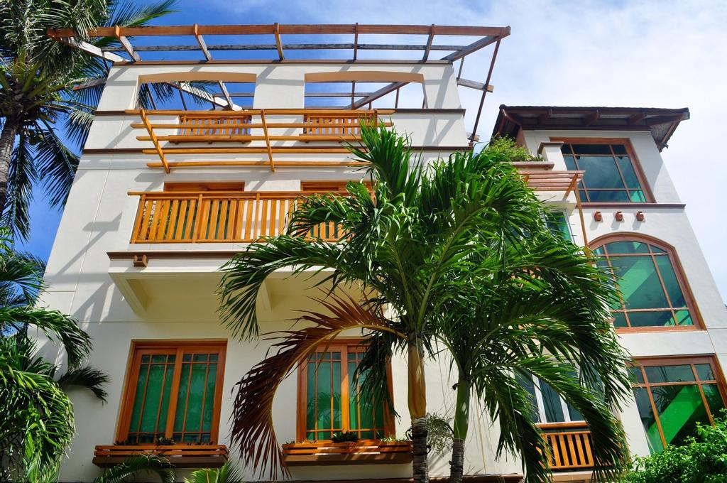 Boracay Beach Club, Malay