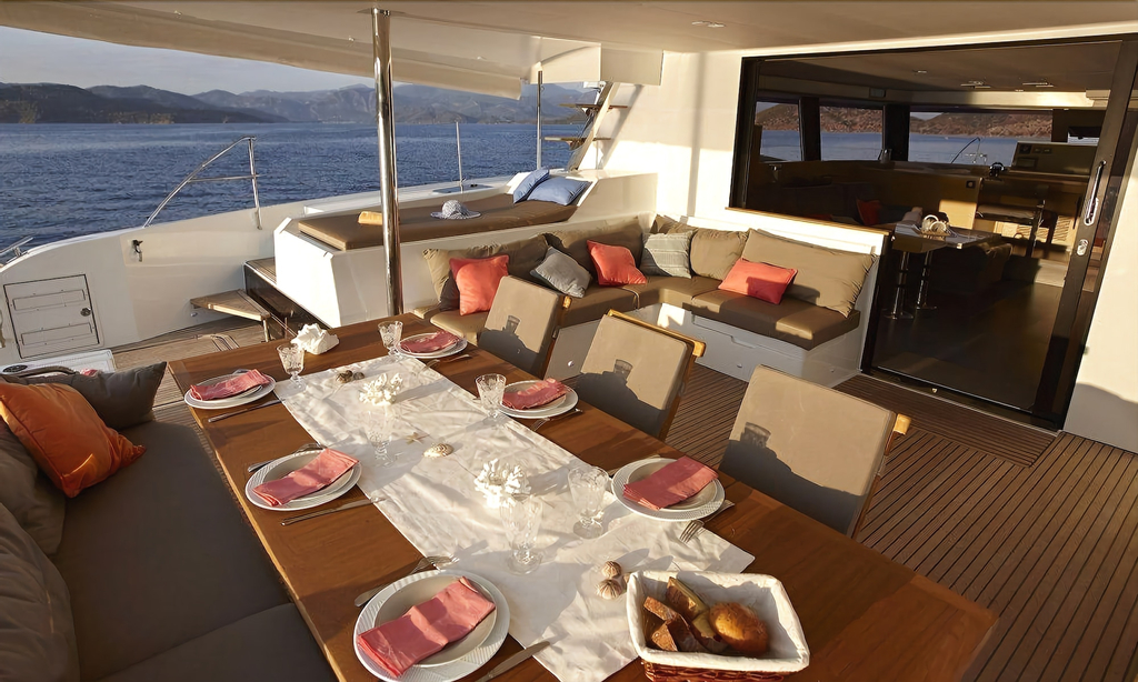 Dream Yacht Charter Private Crewed Yacht,