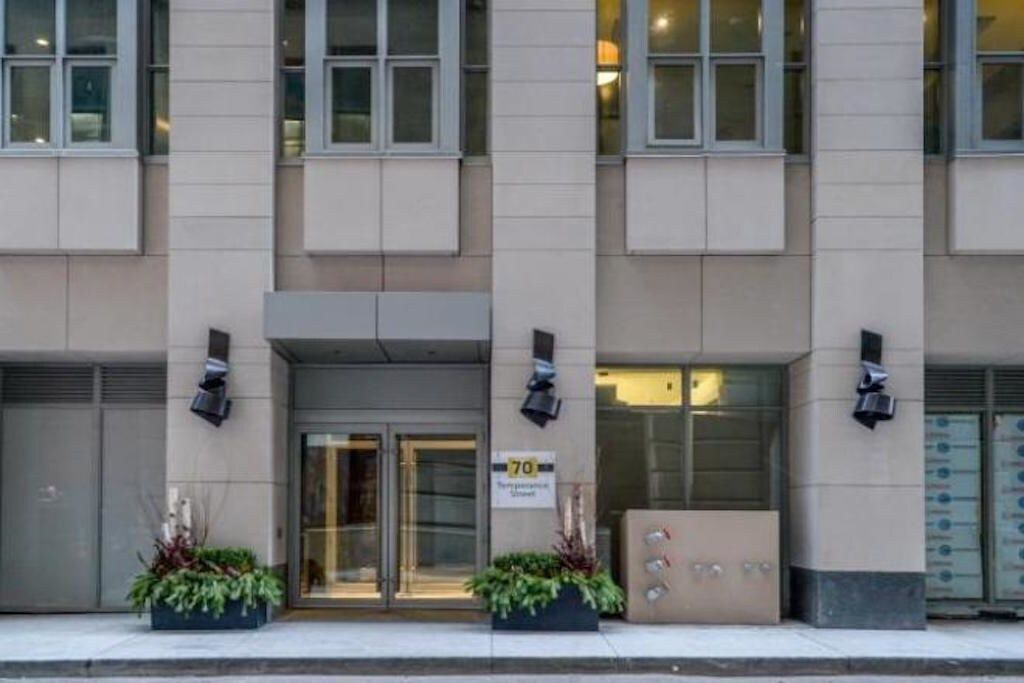 WithMore Suites-Temperance St Apartments, Toronto