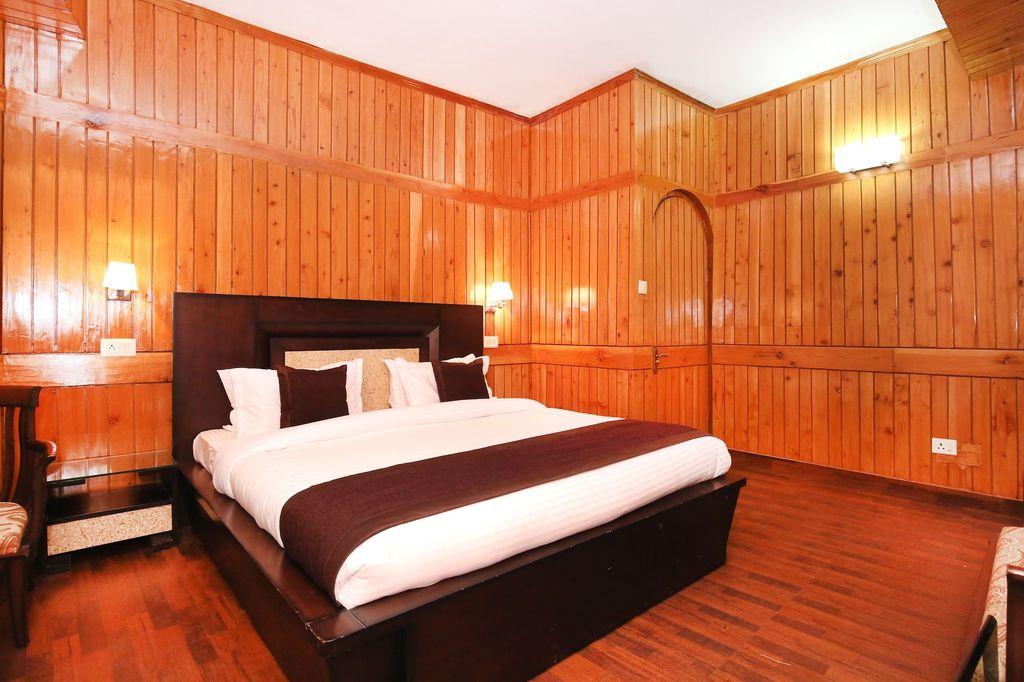 OYO 10746 Home 2BHK Luxurious Cottage Jakhu, Shimla