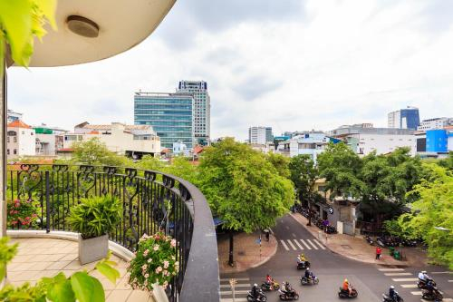 The Arrival-Rooftop pool-5stars-best location-High class apartment, Quận 3