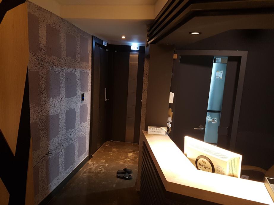 Grim Hotel in Dongdaemoon, Seongbuk
