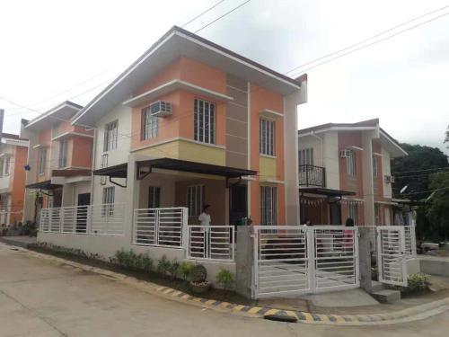 3BR house @ Fiesta Village, Orion