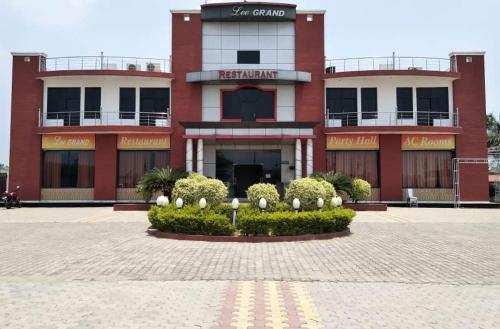 Hotel Lee Grand, Hapur