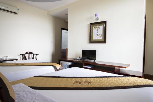 May Hotel, Thuận An