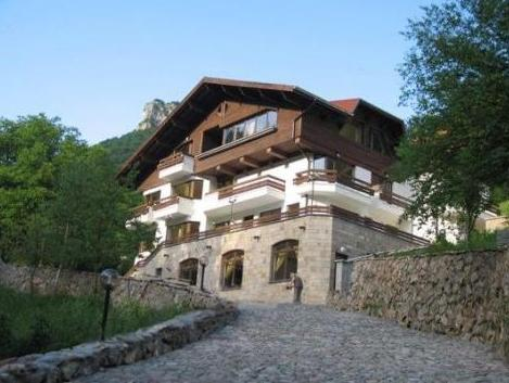 Villa Cherven, Teteven