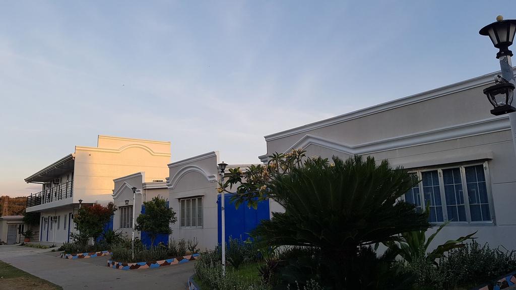 SHORESTOP INN AND RESTAURANT, Pasuquin