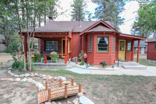 A Sweet Pine Cabin, San Bernardino