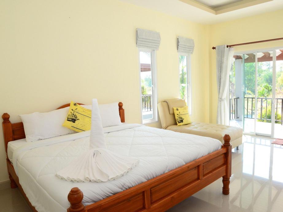 KP Mountain Beach Resort, K. Sam Roi Yot