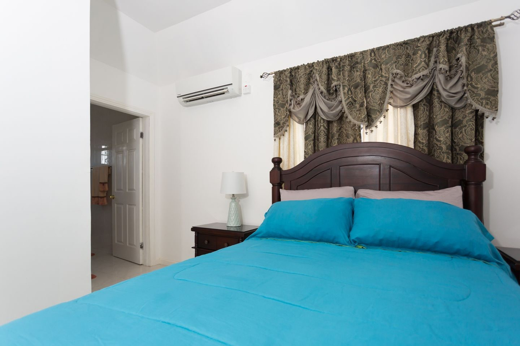 New Kingston Guest Apt at Fairway,