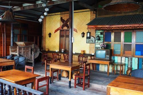Kaloang home, Dusit