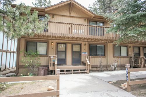 Summit Getaway by Big Bear Cool Cabins, San Bernardino