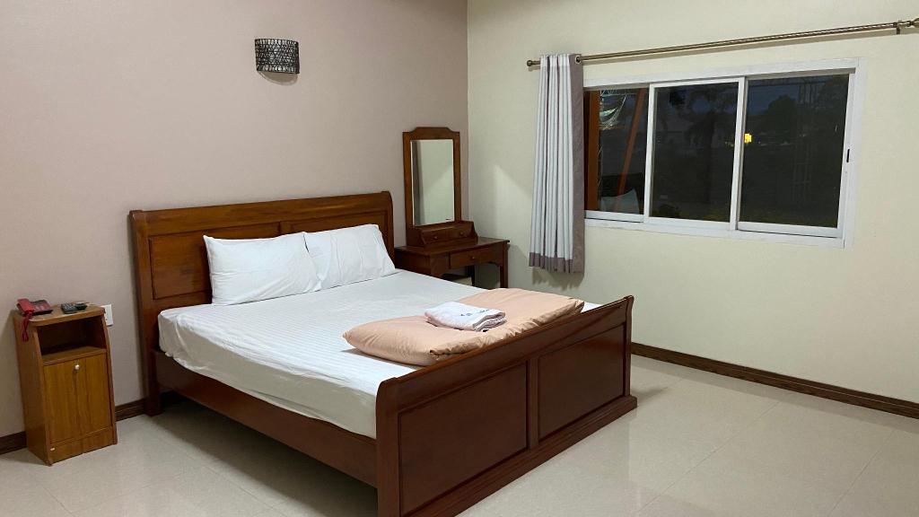 Prakaithong hotel, Sawang Daen Din