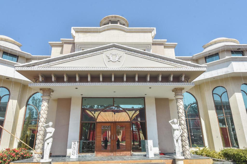 Capital O 71153 Svs Hotel, Saharanpur