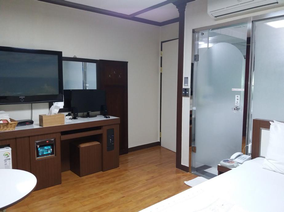 Marina Motel, Hwaseong