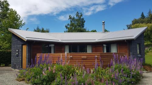 Designer Cabin - with outdoor bath!, Mackenzie