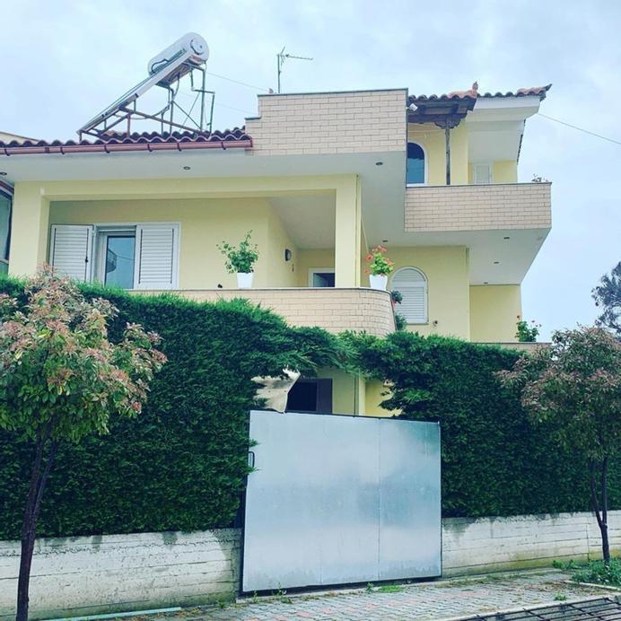 Pasho's House, Fierit