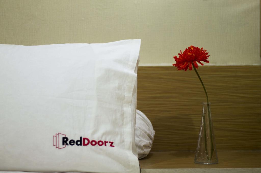 RedDoorz Plus @ Tanjung Duren, Jakarta Barat