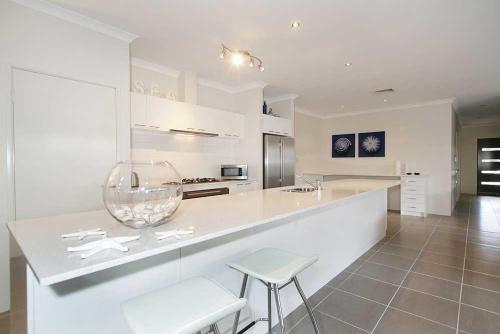 Penguin 4 Bedroom House by Shoalwater Executive Homes, Rockingham