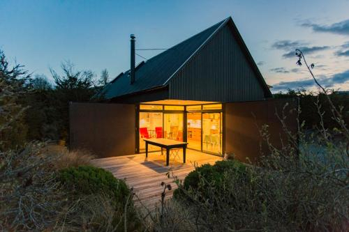 The Black House with Stunning Outdoor Bath, Mackenzie