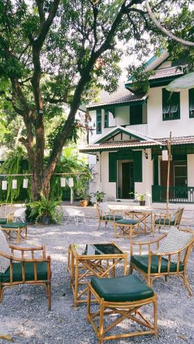 4BRs Thai Heritage House in Samsen, Dusit