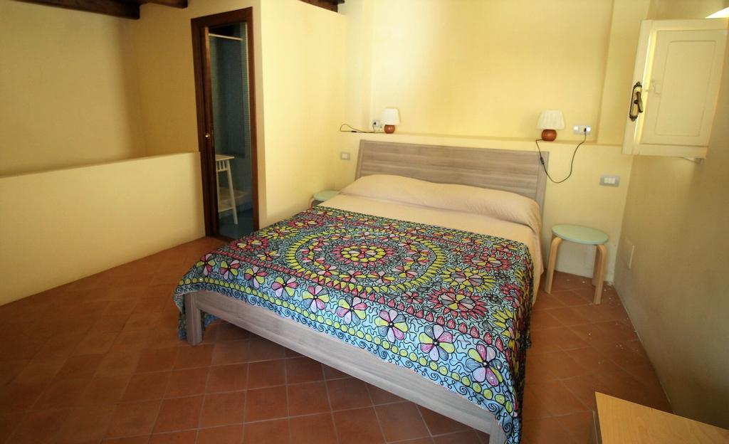 Casa Flora, Latina