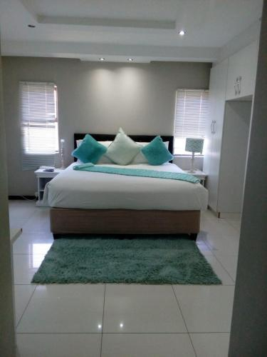 Shoes guest house 2, O.R.Tambo