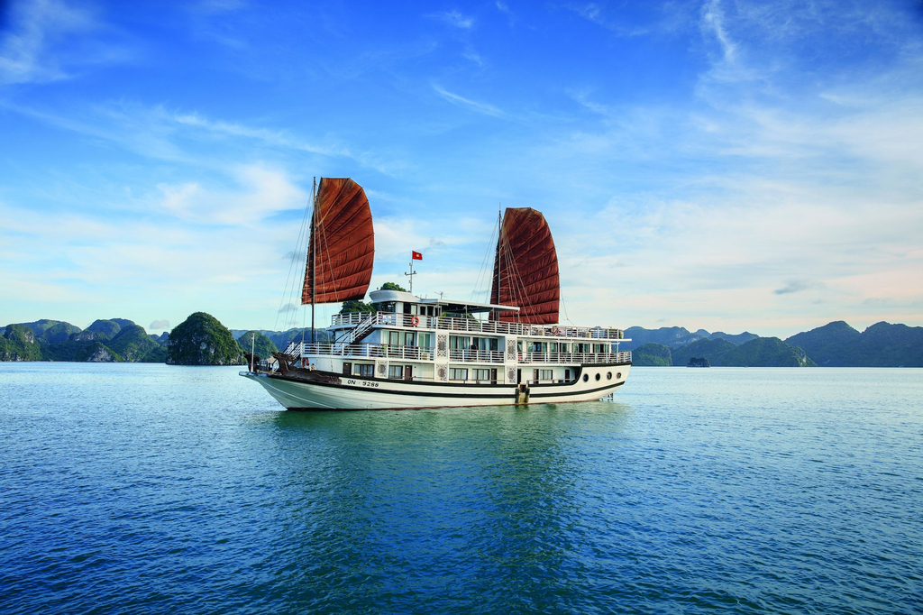 Apricot Premium Cruise, Hạ Long