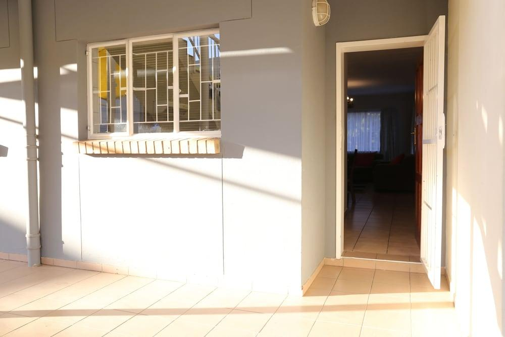Tillas Guesthouse, Windhoek West