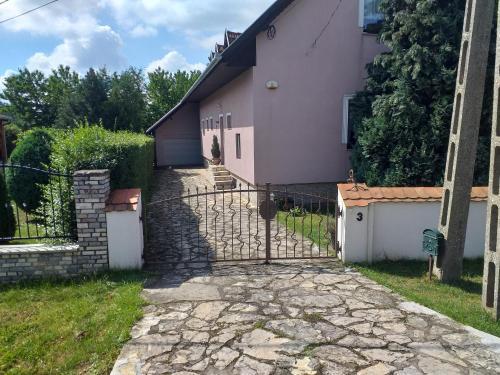 Marcsi Vendeghaz, Pécs