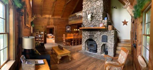 Maple Fork Lodge, Raleigh