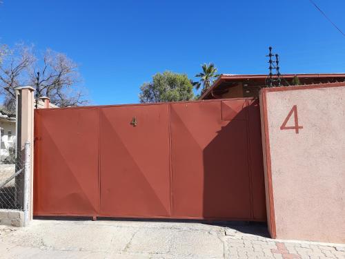 Rambler's Room-Shared Bathroom, Windhoek West
