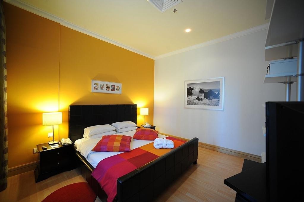 Corniche Hotel & Suites,