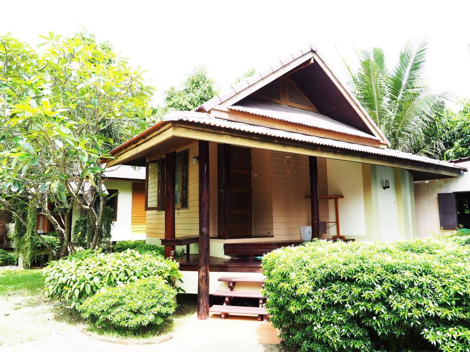 Baan Pun Sook, Tha Mai