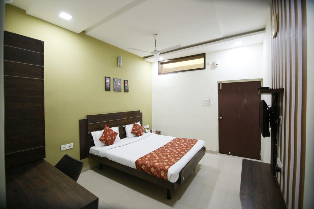 OYO 8173 Hotel Singh Palace, Raipur