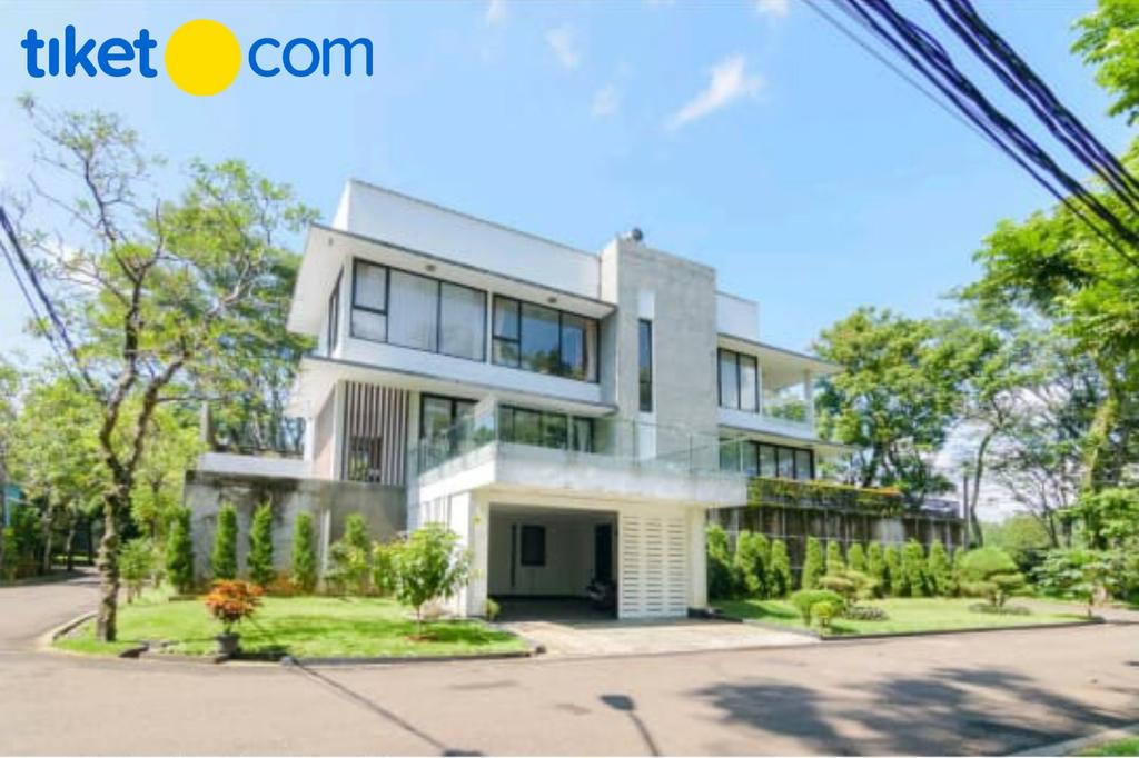 """The """"V"""" Villa Sentul City, Bogor"""