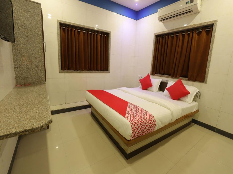 OYO 10697 Hotel Suraj Inn, Surat