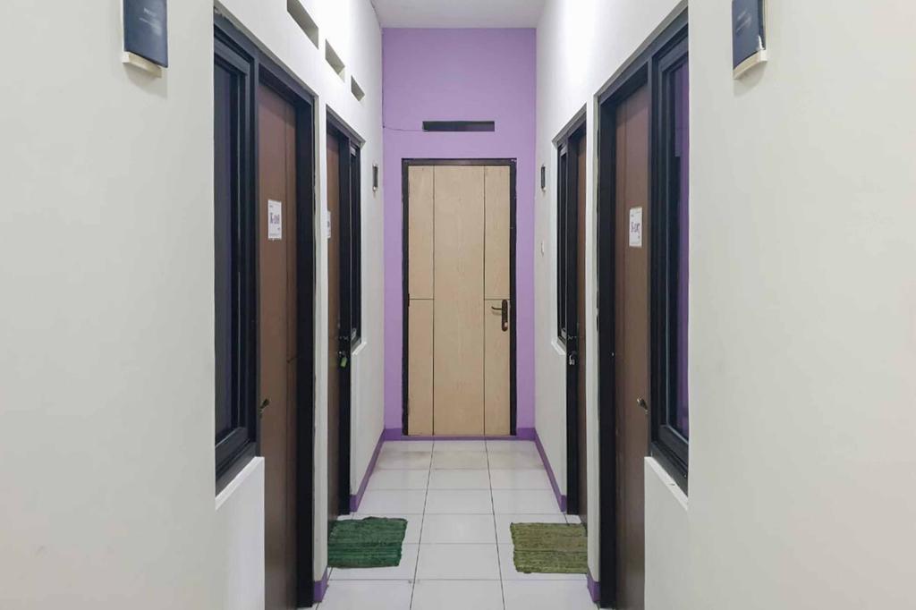 RedDoorz Syariah @ Gatot Subroto Street Bandung 4, Bandung