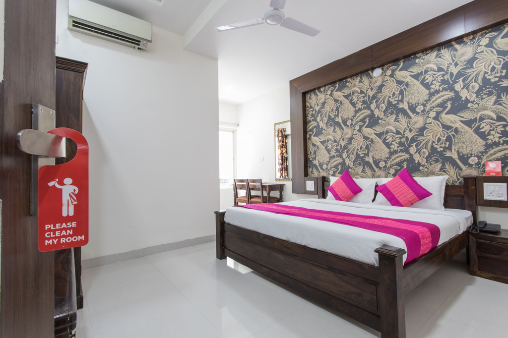 OYO 9387 Hotel Sunlight, Indore