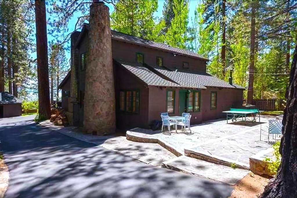 Twin Top Lodge, Washoe