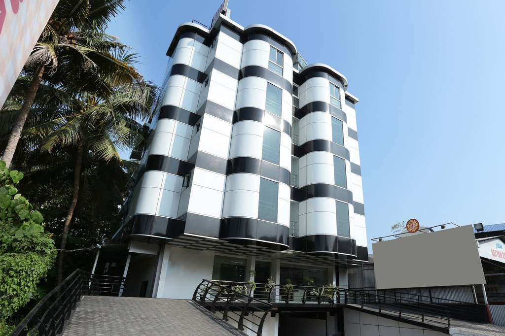 OYO 10611 Hotel Malabar Illam, Ernakulam