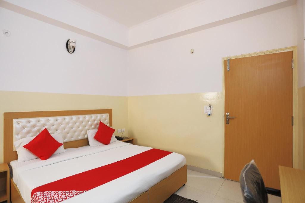 OYO 28629 Hotel Crosswind, Gautam Buddha Nagar
