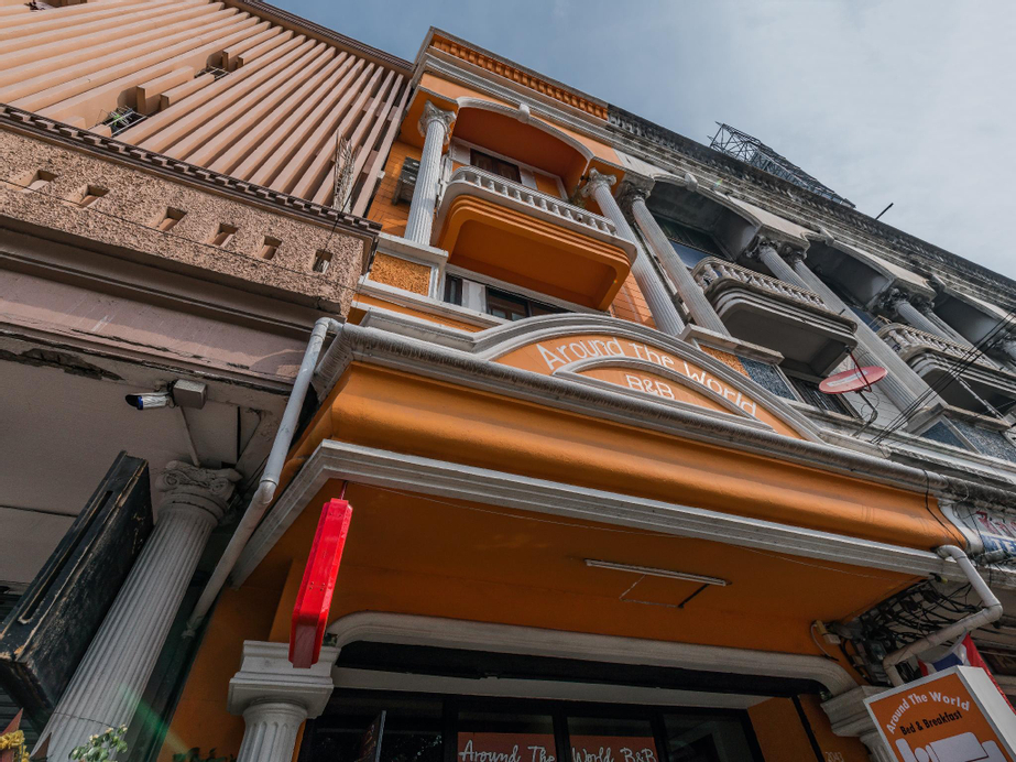 Around The World Bed and Breakfast, Suan Luang