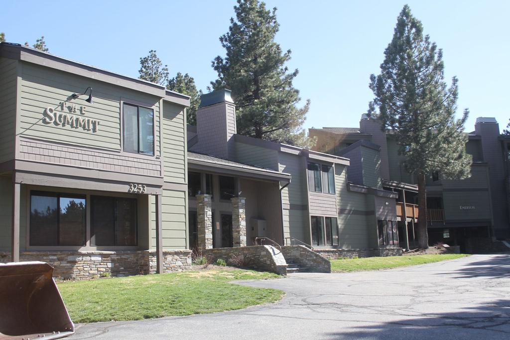 The Summit Condominiums, Mono