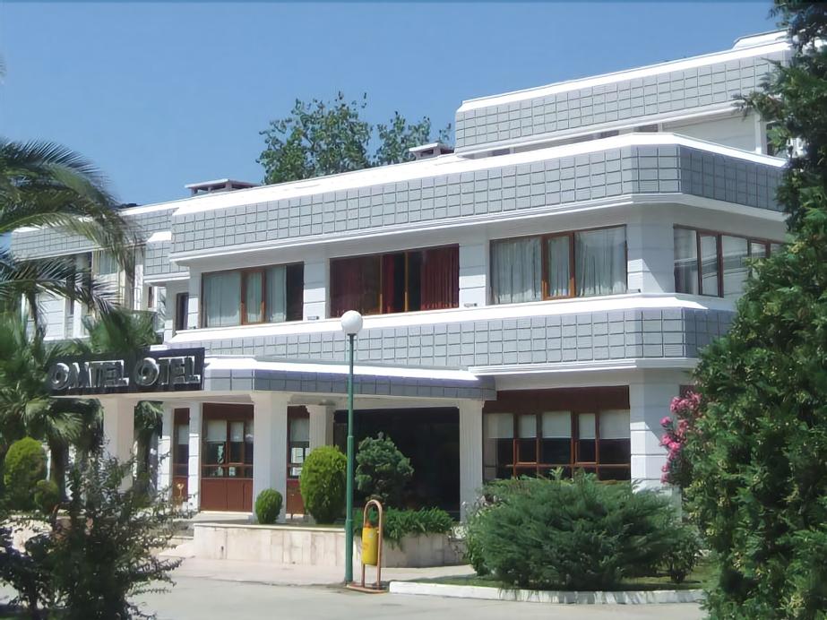 Omtel Hotel, Merkez